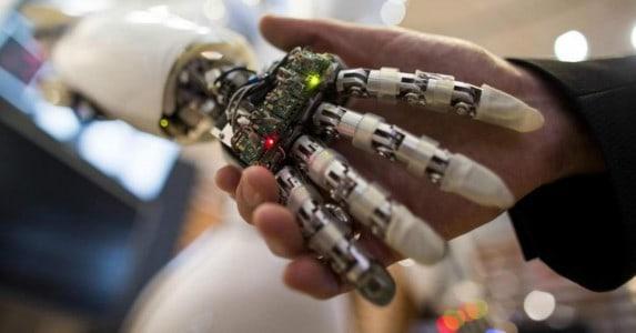 Verpleegd worden door een robot in de zorg 1200x628