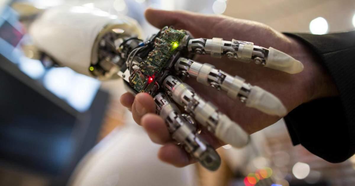 Verpleegd worden door een robot in de zorg 1200×628