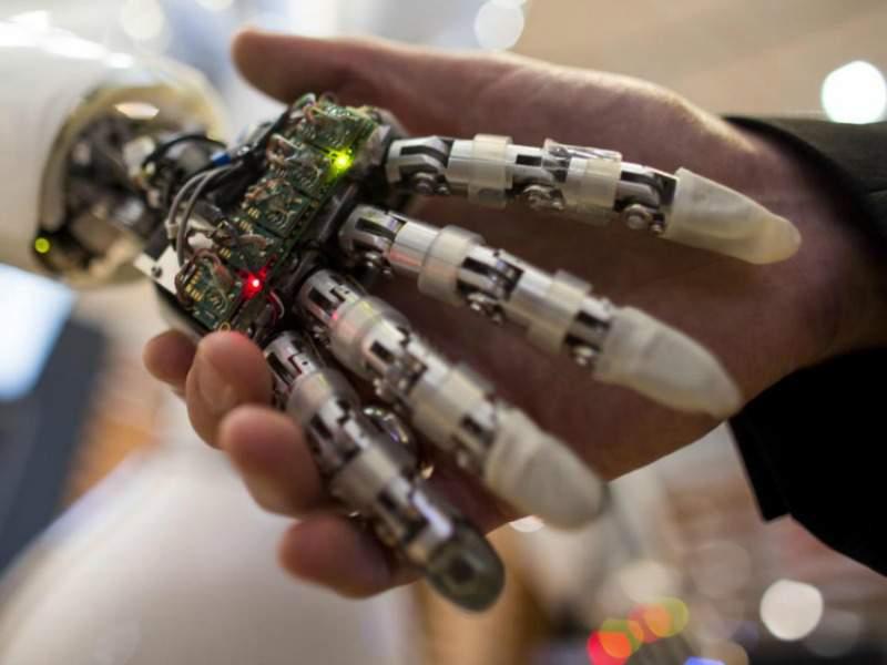 Verpleegd worden door een robot in de zorg 800×600