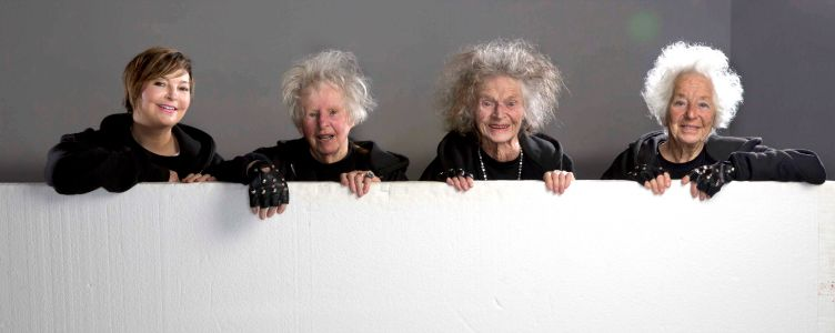 Hip Hoppende ouderen omslagfoto