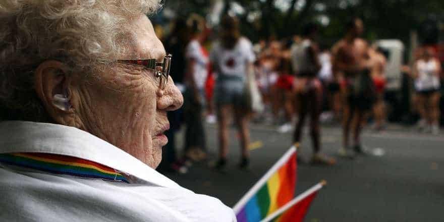 Homo ouderen in verzorgingshuizen Twitter