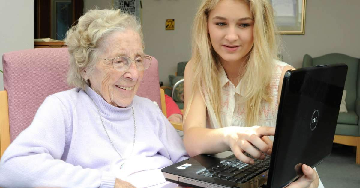 Studenten wonen in een bejaardenhuis Facebook