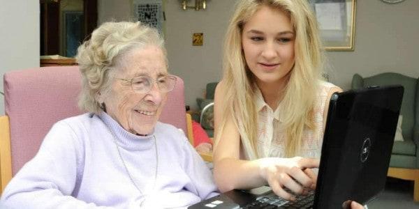 Studenten wonen in een bejaardenhuis Twitter