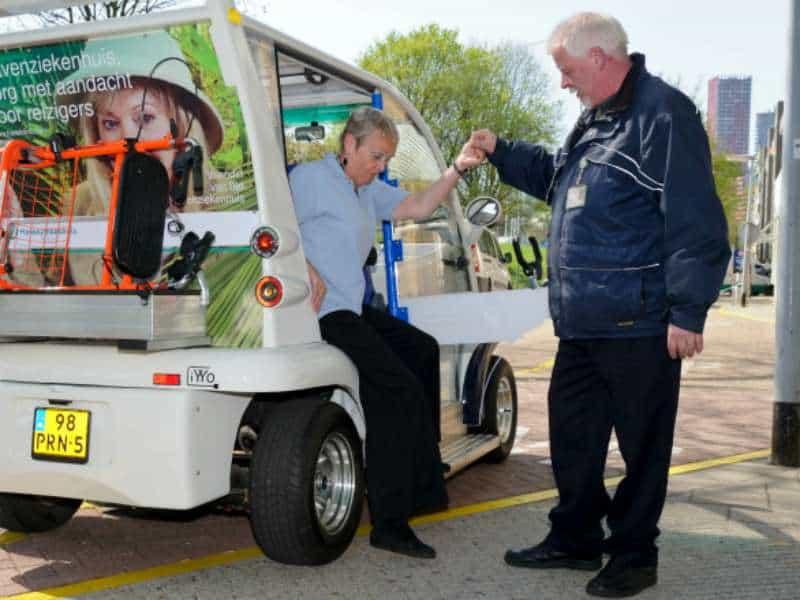Tuktuk vervoer voor ouderen