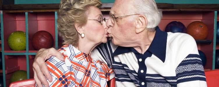 Ouderen daten online