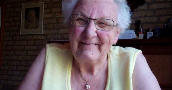 Oma Annie van 90