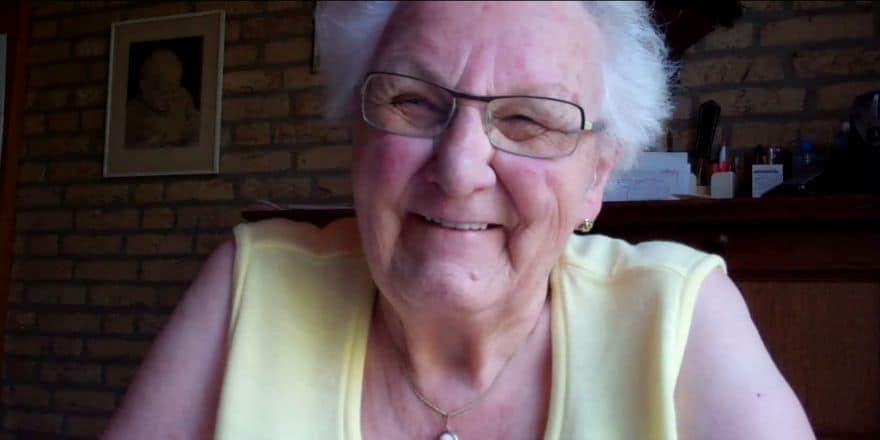 Oma Annie van 90 twitter
