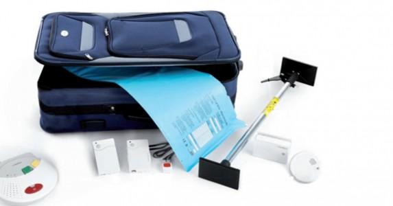 Een koffer met hulpmiddelen van zorgorganisatie Evean