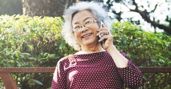 Eenzaamheid voorkomen met een telefoontje