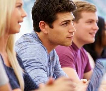Studenten en veteranen in gesprek