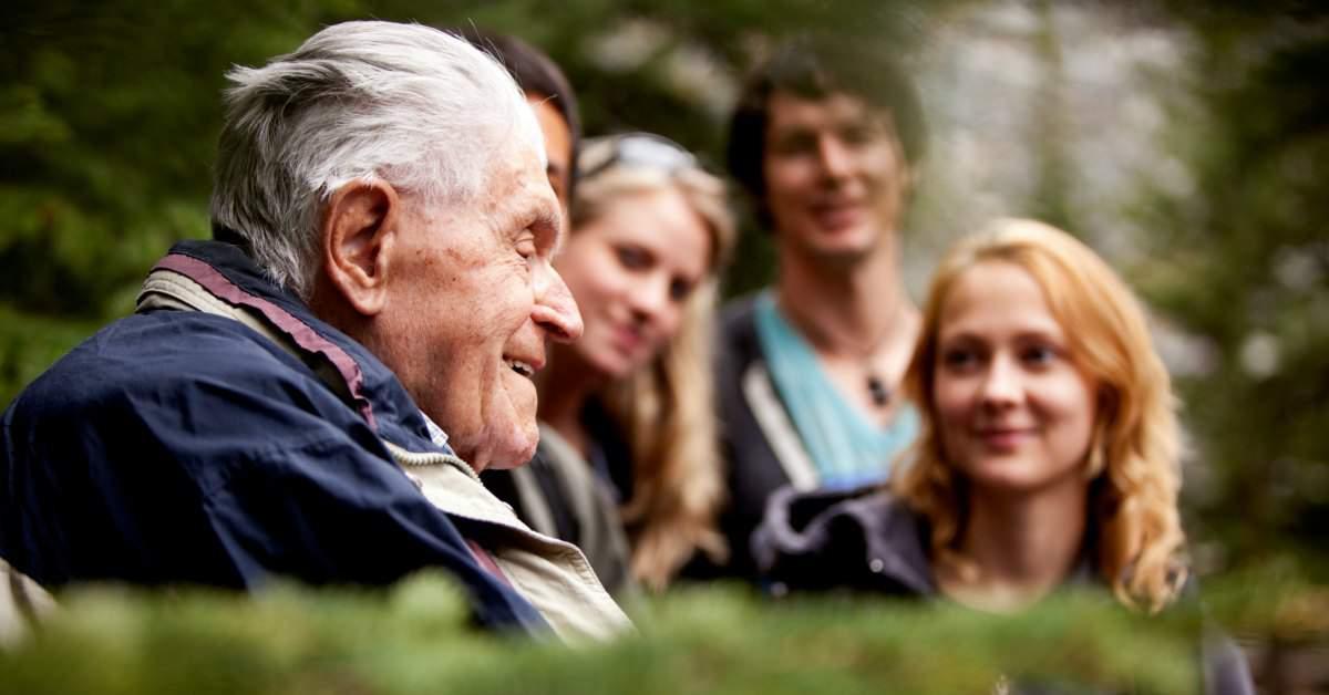 Grijs Groen en Gelukkig helpt ouderen facebook