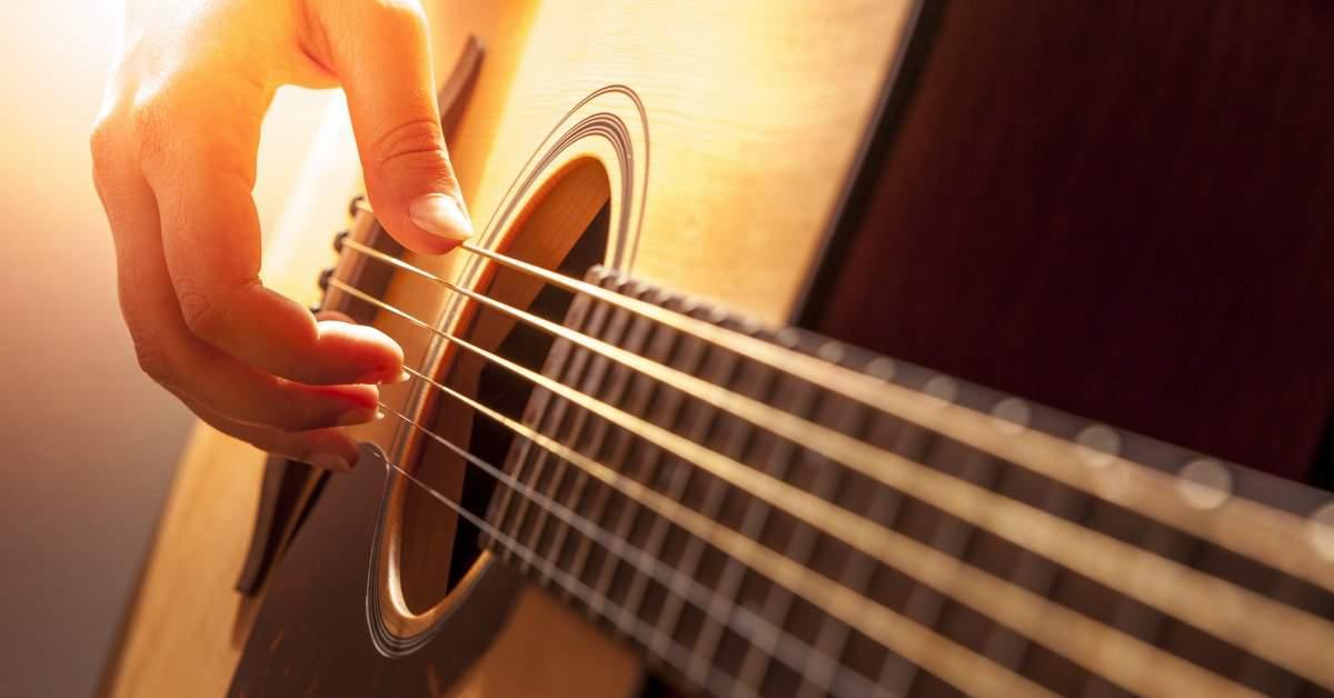 Met een gitaar het zorgcentrum in facebook