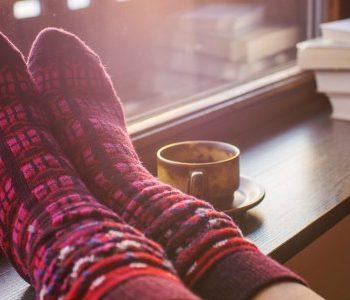 Op je sokken het huis afstoffen