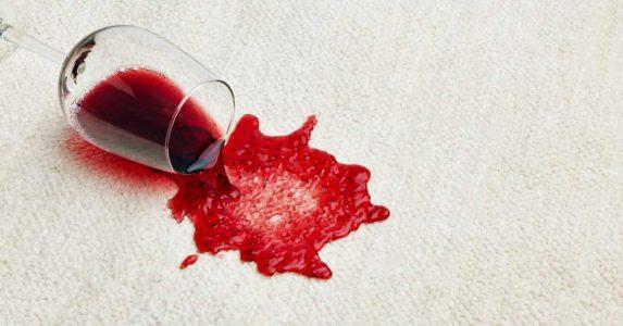 Rode wijnvlekken verwijderen