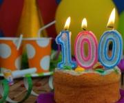 Honderdjarige aan het werk