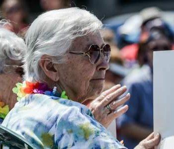 Homo ouderen de kast in