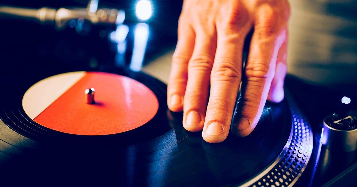 diskjockey-worden-en-muziek-luisteren-facebook