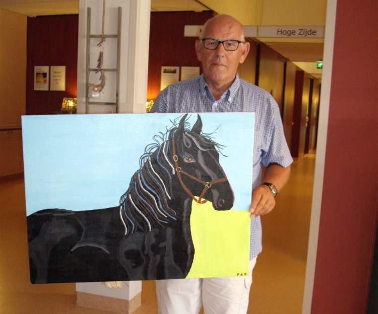 De heer De Rijk met een schilderij