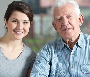 Jongeren op bezoek bij ouderen met dementie
