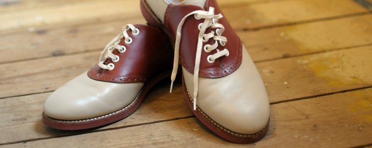 Ouderwetse schoenen saddle shoes