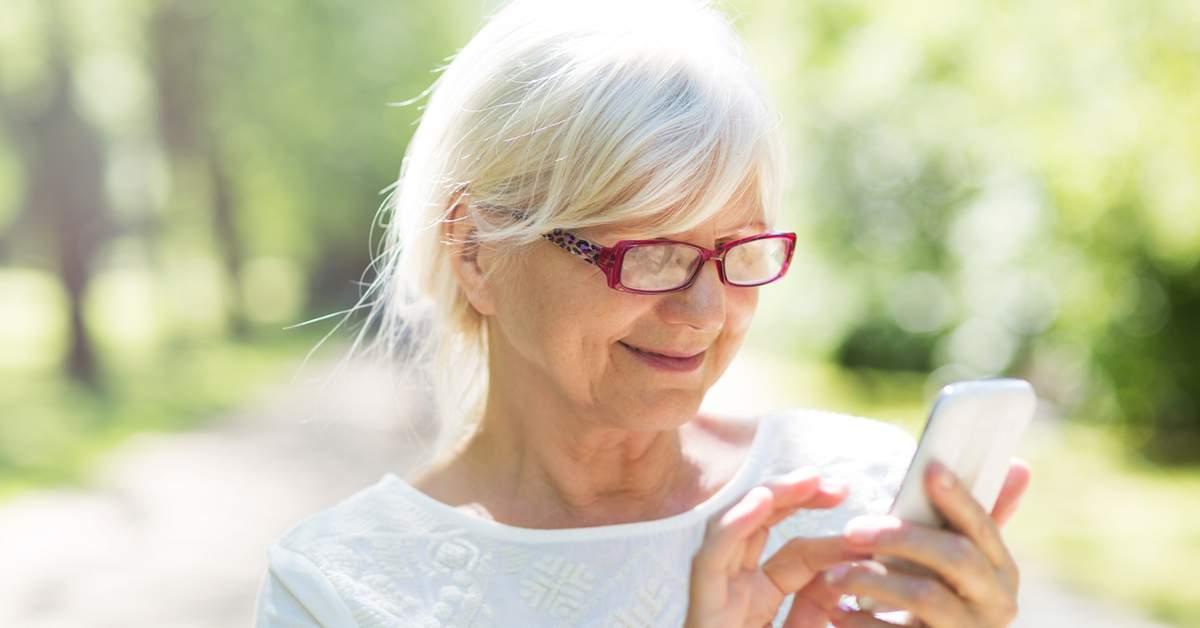 Gebruiksvriendelijke smartphone voor ouderen facebook