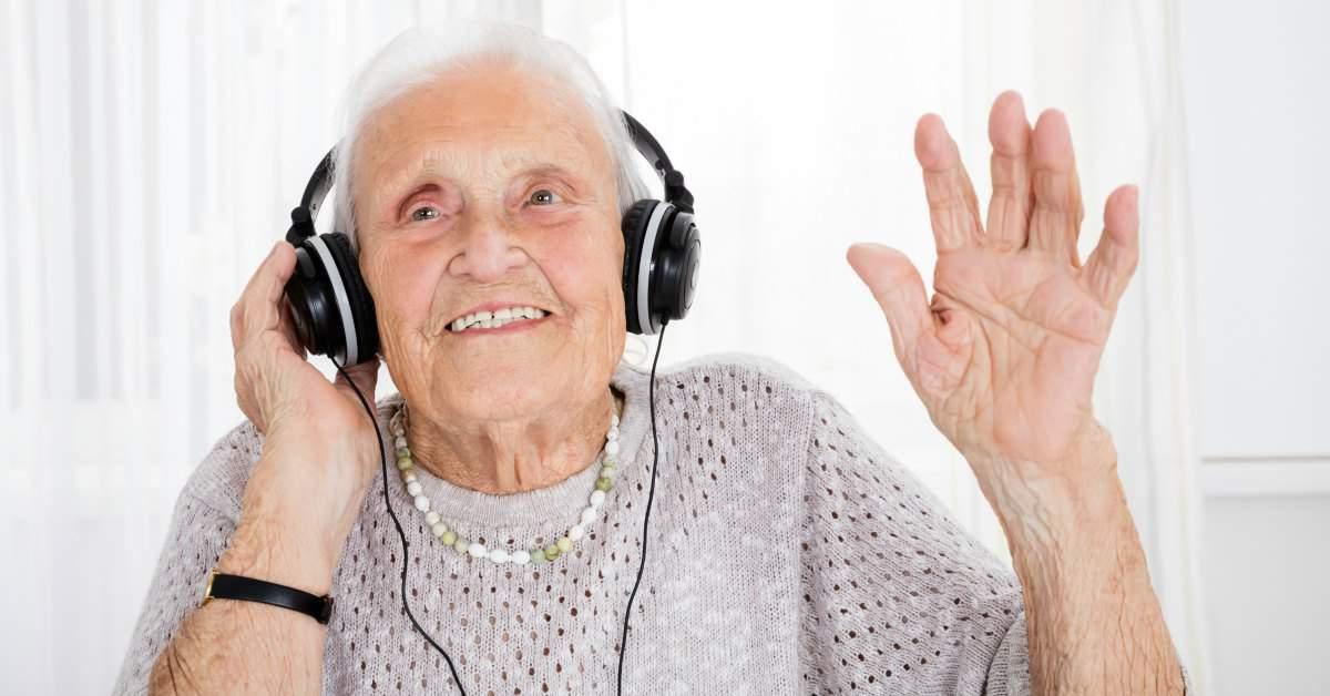 Kwetsbare ouderen laten lachen facebook