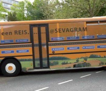 Zorgpersoneel bijscholen in een bus