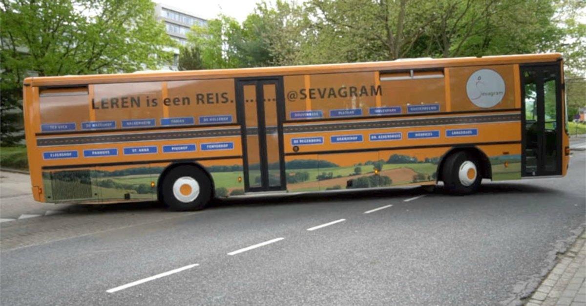 Zorgpersoneel de bus in facebook