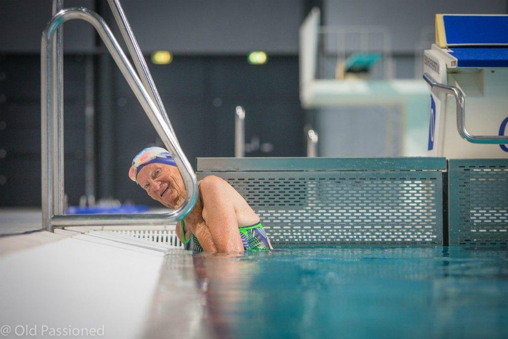 Marianne Maandoks in het zwembad