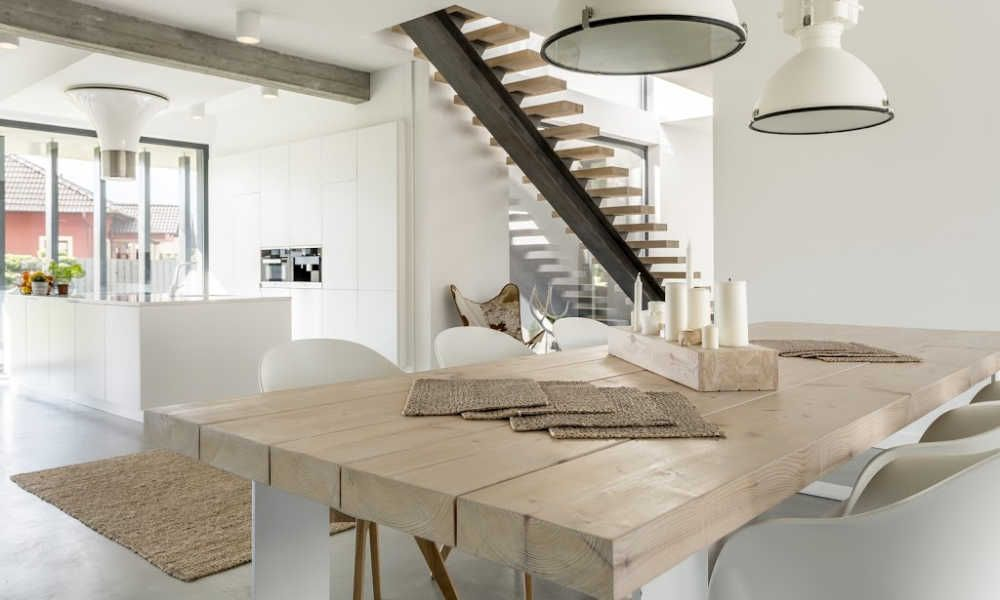 Industriële tafel in huis